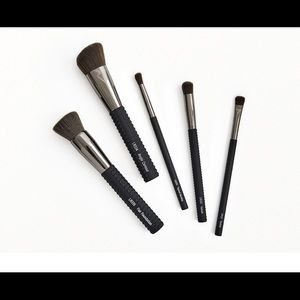 LARUCE Essentials Brush Set + bonus cleaner